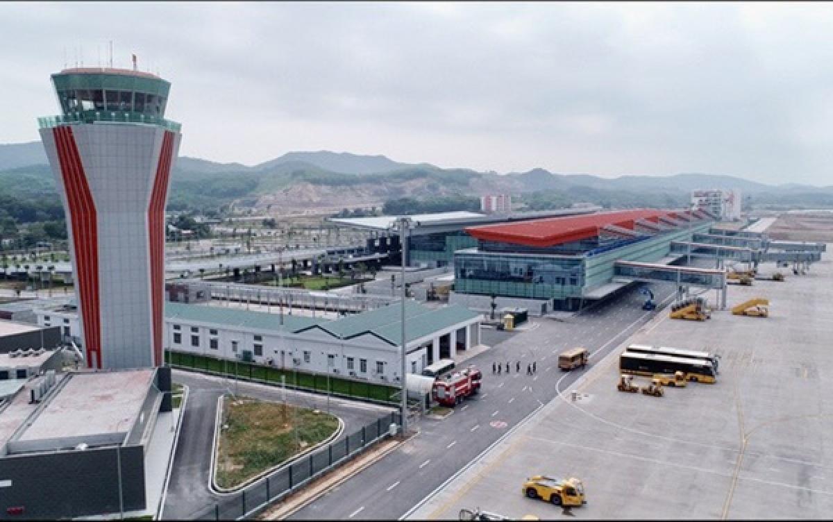 Cảng hàng không quốc tế Vân Đồn sẽ chính thức tạm thời dừng hoạt động trong vòng 15 ngày để phòng chống dịch COVID-19 sau khi có các ca dương tính với SARS-CoV-2.