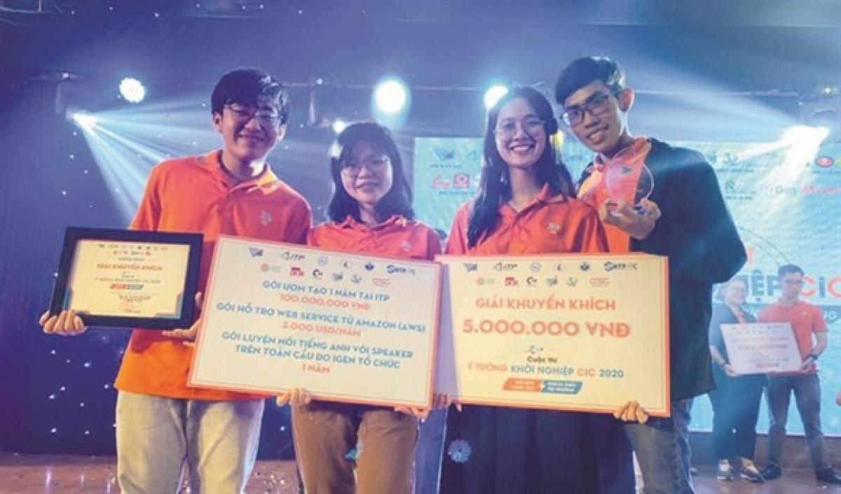 The team behind QQueue at the Award Ceremony. (Photo: Bich Van)