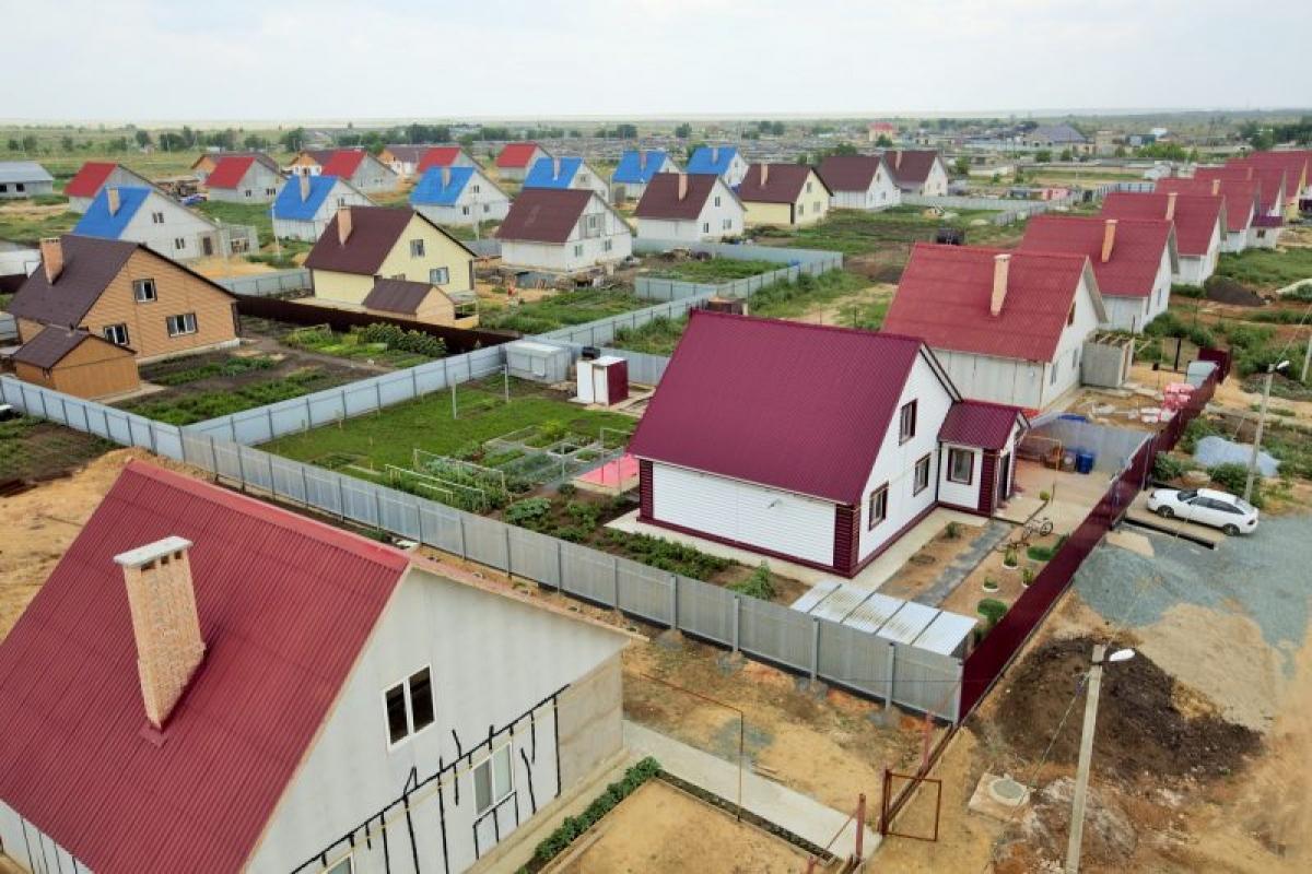 Những công trình sử dụng vật liệu xi măng amiang nằm san sát trong thị trấn Yasniy,tỉnh Orenburg (cách Moscow 1478 km về phía Đông Nam và có biên giới với Kazakhstan). (Ảnh: Vietnam+)