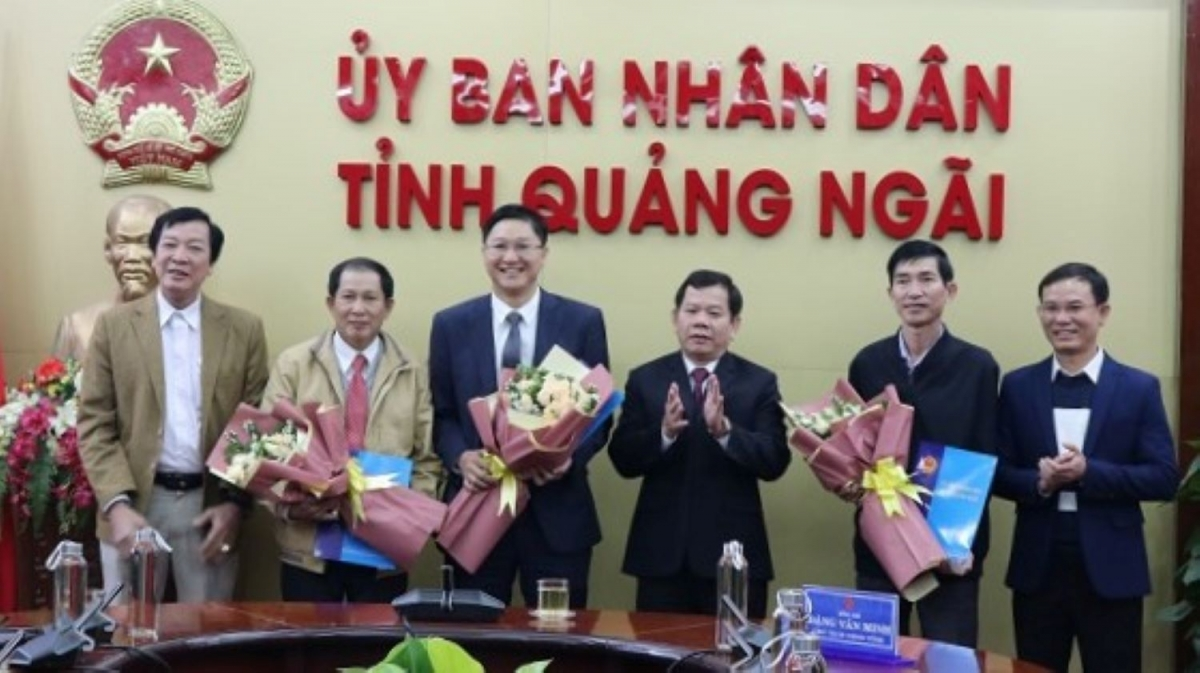 UBND tỉnh Quảng Ngãi công bố các quyết định về công tác cán bộ