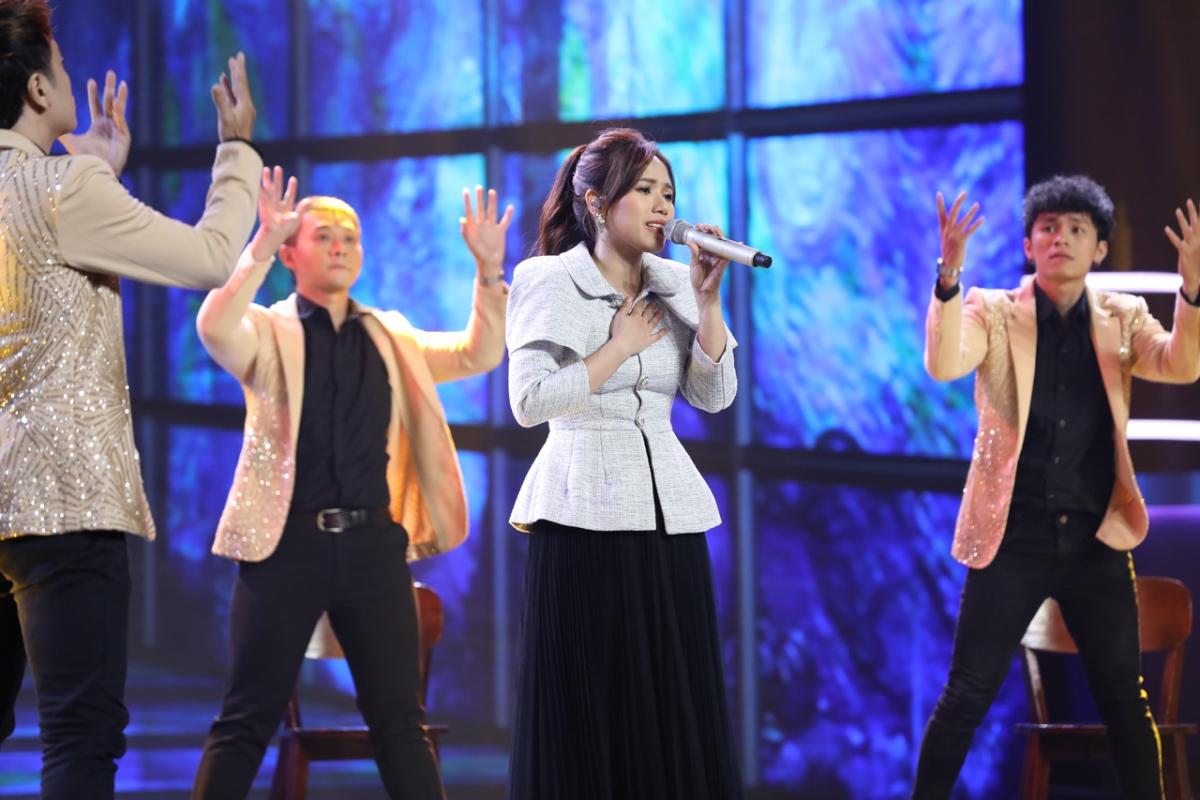 Ca sĩ Thùy Chi