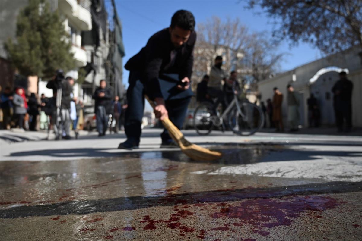 Hiện trường sau vụ ám sát 2 nữ thẩm phán tòa án tối cao Afghanistan ở Kabul. Ảnh: AFP