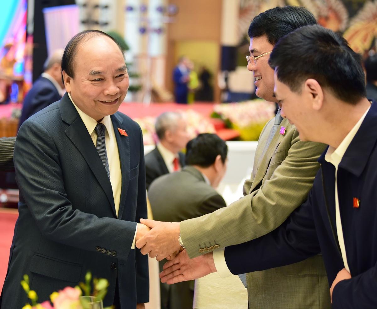 Thủ tướng Nguyễn Xuân Phúc chúc mừng các đại biểu Quốc hội tại buổi gặp mặt.