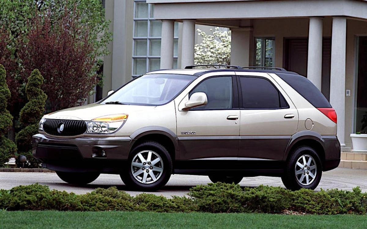 Buick Rendezvous: Năm 2021, danh mục sản phẩm của Buick không có gì ngoài những chiếc crossover. Chiềc đầu tiên là Rendezvous được ra mắt lần đầu vào năm 2001. Đây là một chiếc xe 7 chỗ được trang bị động cơ V6 với dung tích 3.4 L hoặc 3.6 L với tùy chọn dẫn động bốn bánh hoặc cầu trước. Thiết kế có thể không quá tinh tế nhưng thế là ổn so với mẫu xe lâu đời và kém thành công hơn của nó, chiếc Pontiac.