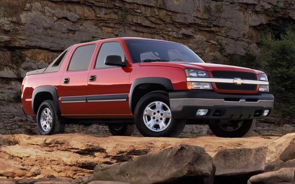 Chevrolet Avalanche: Thế hệ đầu tiên của chiếc bán tải cỡ lớn này sử dụng chung nền tảng với những chiếc SUV như Suburban, Tahoe và Cadillac Escalade, cùng những sản phẩm khác của GM. Nó được thay thế vào năm 2007 bởi phiên bản mới từ đó cho đến năm 2013. Chevroloet không còn sử dụng cái tên Avalanche kể từ đó.