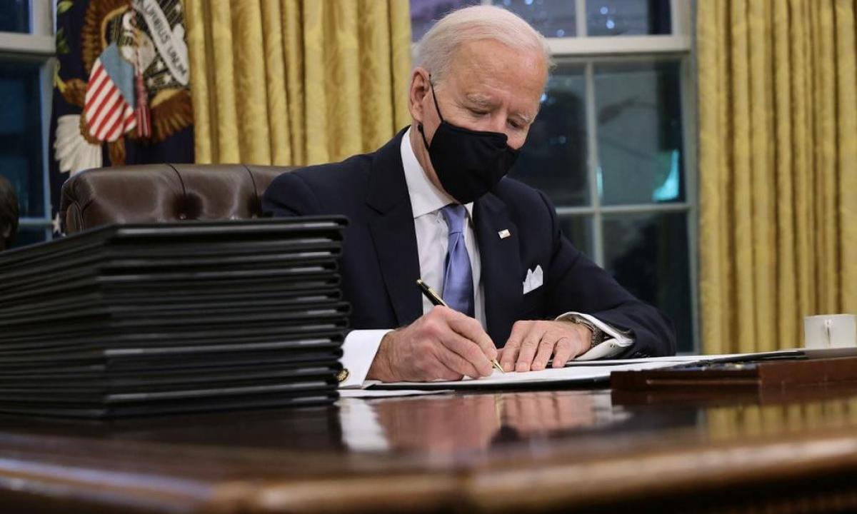 Tổng thống Biden thu hồi sắc lệnh của chính quyền Trump nhằm xây dựng tường biên giới với Mehico (Ảnh: KT)