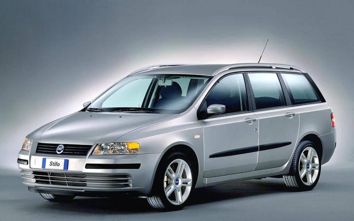 Fiat Stilo: Stilo là sự thay thế duy nhất cho chiếc Bravo 3 cửa và chiếc Brava hatchback 5 cửa giống nhau hoàn toàn về mặt kỹ thuật. Xe về hạng 3 của giải thưởng European Car of the Year 2002, chỉ thua Renault Laguna 1 điểm nhưng kém chiếc Peugeot 307 vô địch tới 43 điểm.