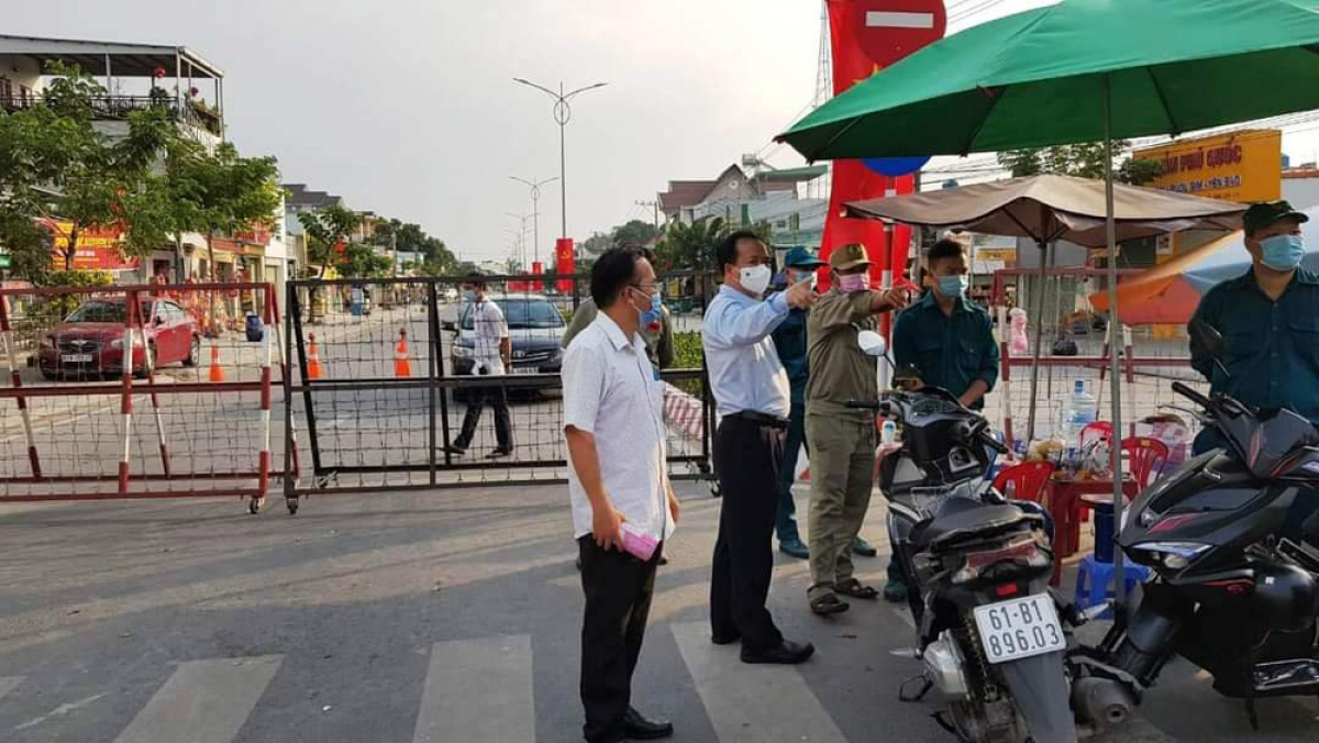 Lãnh đạo thành phố Thủ Dầu Một chỉ đạo công tác phòng, chống dịch tại địa điểm đang bị phong tỏa