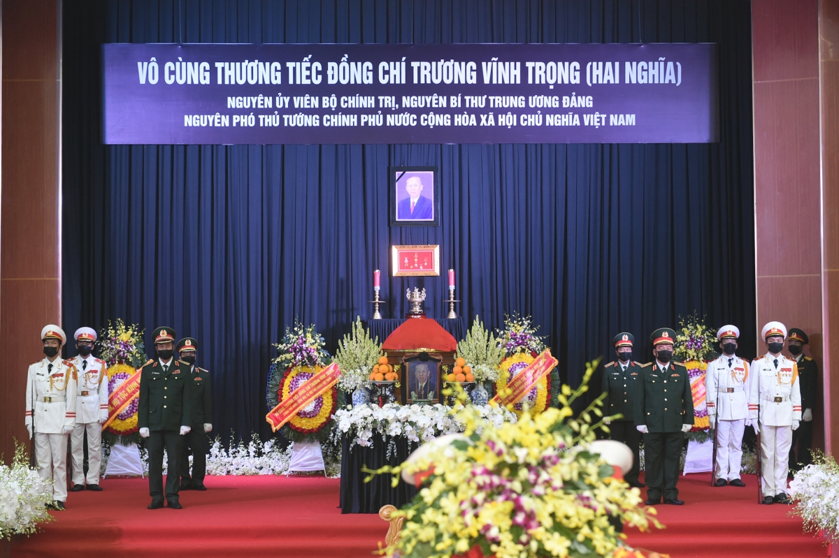 Linh cữu đồng chí Trương Vĩnh Trọng được đưa tới Hội trường lớn tỉnh Bến Tre. - Ảnh: VGP