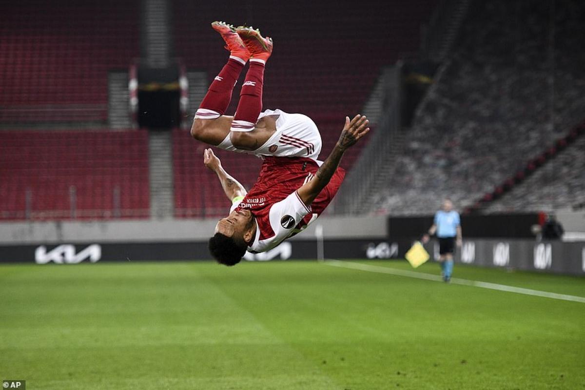 Arsenal lội ngược dòng giành chiến thắng 3-2 nghẹt thở trước Benfica.