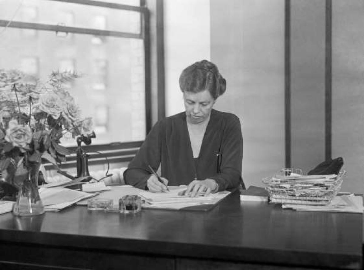 Được phép tiếp tục công việc của mình: Các Đệ nhất phu nhân Sarah Polk, Eleanor Roosevelt và Bess Truman vẫn tiếp tục công việc của mình khi chồng của họ trở thành tổng thống. Đệ nhất phu nhân hiện tại Jill Biden cho biết bà có ý định sẽ tiếp tục việc giảng dạy sau khi bà và Tổng thống Biden dọn tới Nhà Trắng.