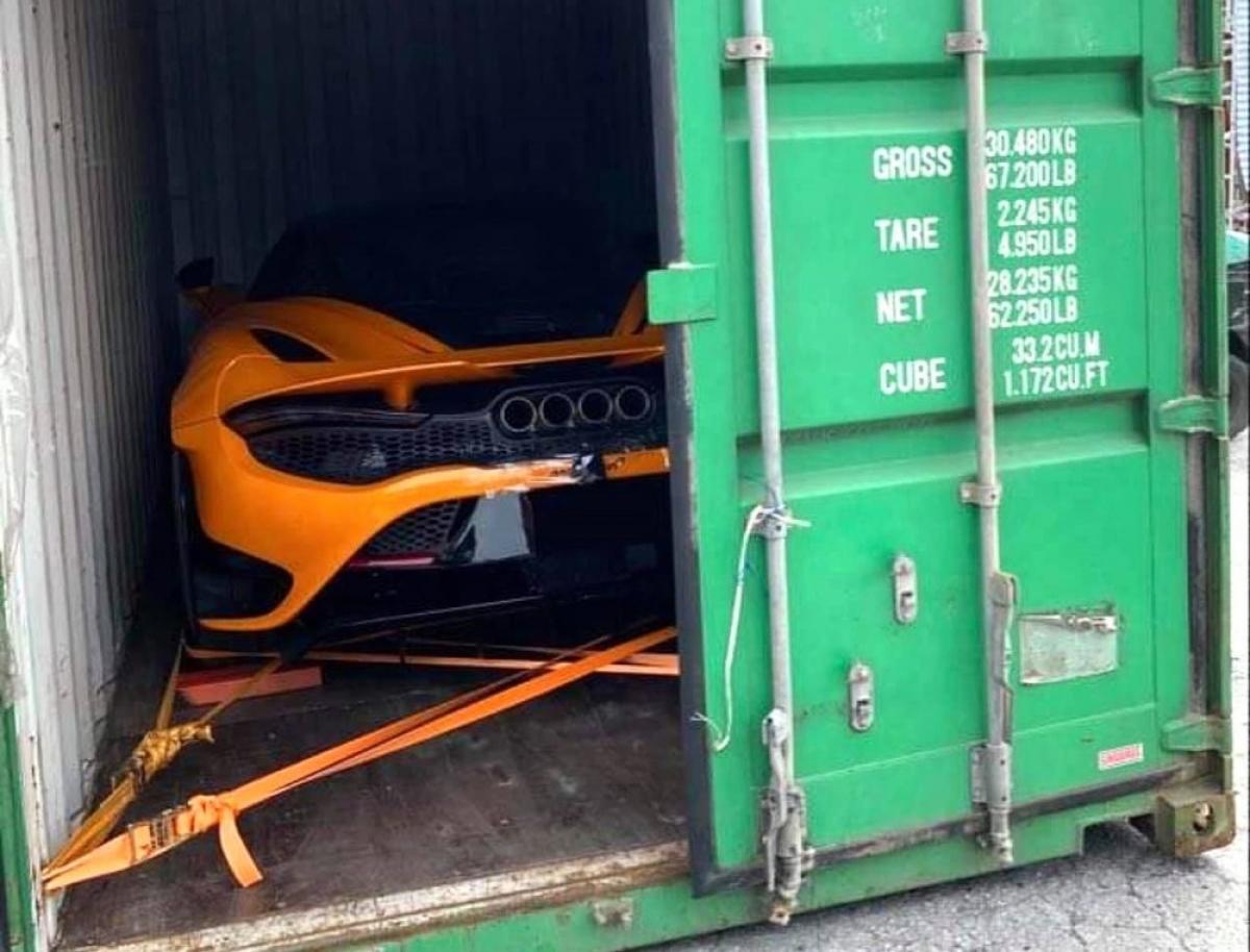 Sẽ có tổng cộng 765 chiếc 765LT được McLaren sản xuất và tất cả sẽ được đánh số thứ tự. Giá bán cho mẫu xe này ở nước ngoài khởi điểm từ 350.000 USD, tại Việt Nam, giá bán của xe ở mức trên dưới 30 tỷ đồng.