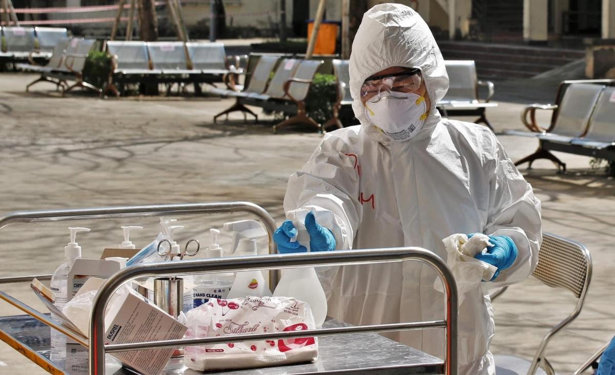Chị Trần Thị Dung - cán bộ của BV Bạch Mai được tăng cường và phụ trách kiểm soát nhiễm khuẩn tại Bệnh viện Dã chiến số 2 Hải Dương.