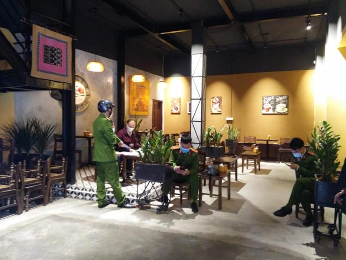 Lực lượng chức năng đã lập biên bản quán cà phêPhố Núi địa chỉ 57 Hàng Chuối, (phường Phạm Đình Hổ, quận Hai Bà Trưng, Hà Nội).