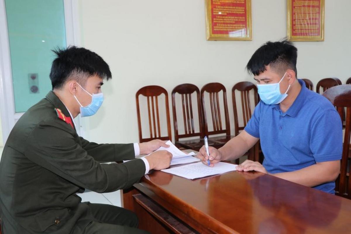 Công an huyện Yên Lạc mời chủ cơ sở vi phạm lên làm việc.