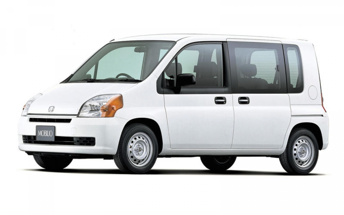 Honda Mobilio: Được bán tại Nhật từ cuối tháng 12/2001, chiếc Mobilio là một chiếc MPV cỡ nhỏ 7 chỗ với chiều dài 2,7 m. Được trang bị động cơ xăng 1.5 L với công suất đầu ra đáng kể, kết hợp với dẫn động cầu trước hoặc bốn bánh. Xe bị ngừng sản xuất vào năm 2008 nhưng chiếc Mobilio mới được giới thiệu sau đó 6 tháng.