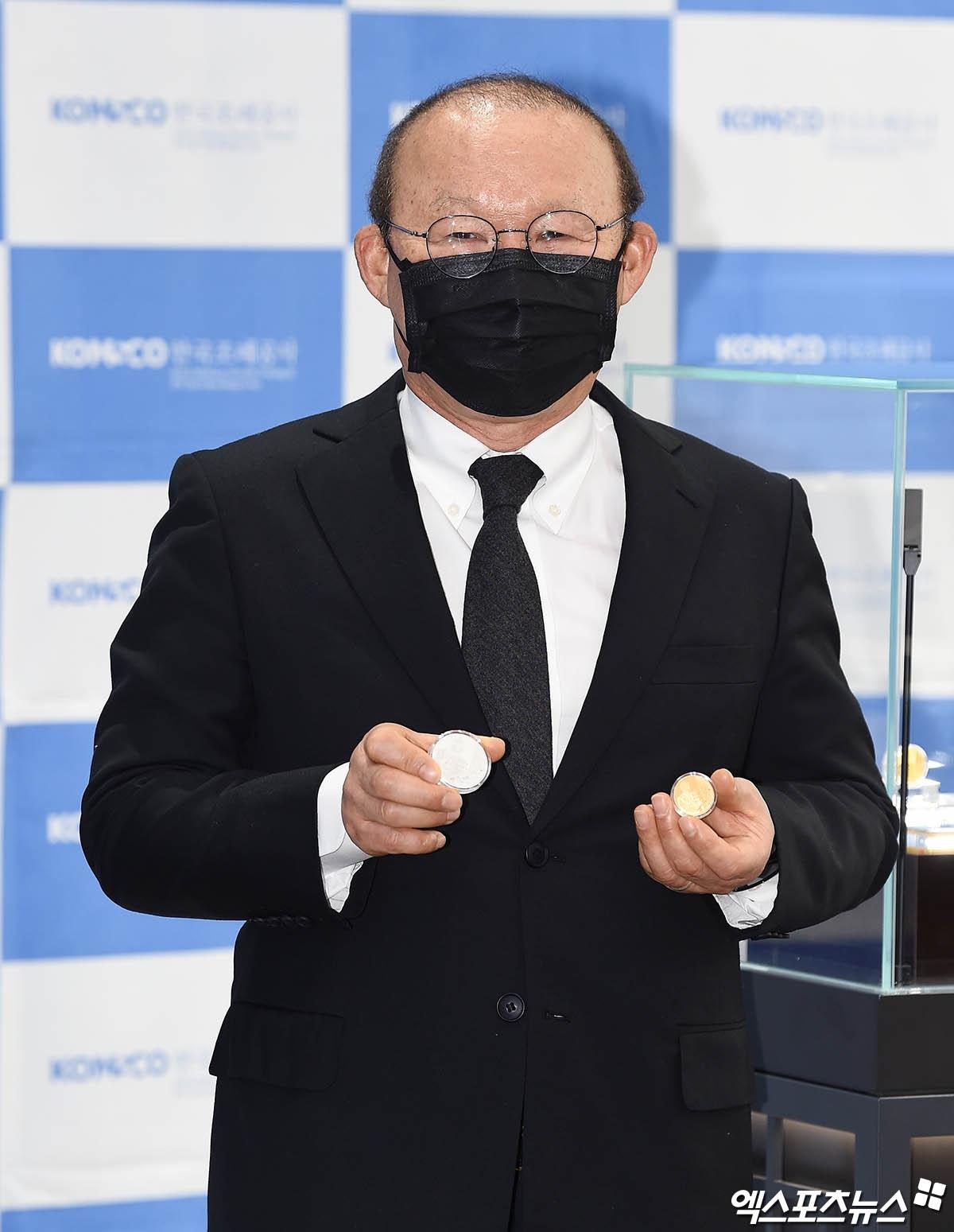 HLV Park Hang Seo tại lễ ra mắt kỷ niệm chương vào sáng nay (1/2) - (Ảnh: News1).