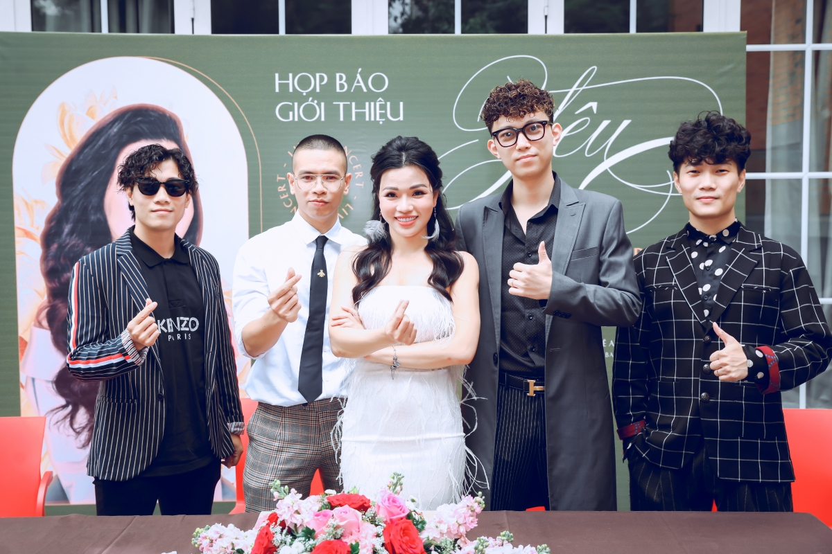 Hiền Nguyễn và nhóm OPlus.