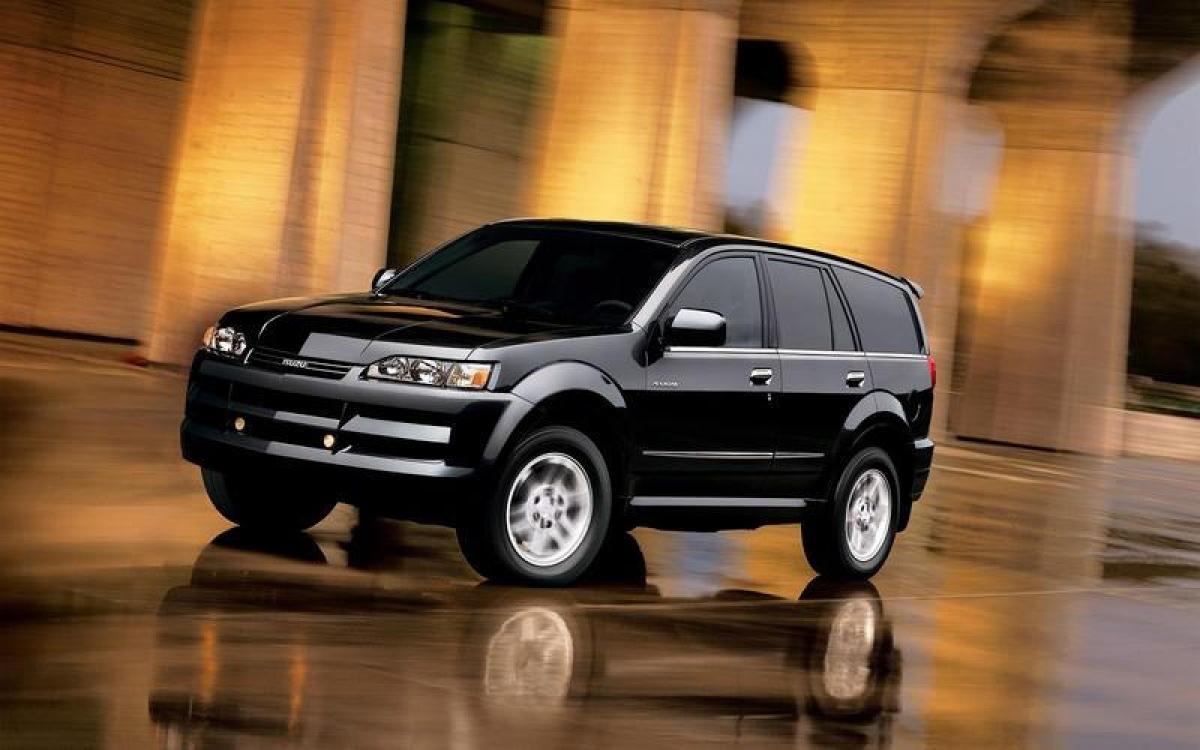 Isuzu Axiom: Axiom thay thế mẫu SUV Trooper thế hệ thứ hai. Xe được chế tạo chủ yếu dành cho thị trường Mỹ, tại một nhà máy ở Lafayette, Indiana ngày nay được gọi là Subaru của Indiana Automotive. Tuy nhiên chiếc Axiom bán không chạy và bị khai tử vào năm 2004.