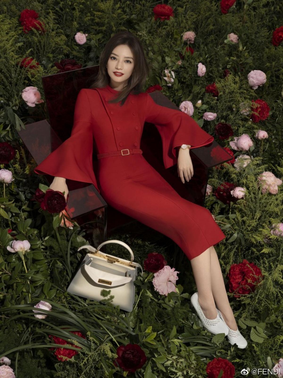 Triệu Vy vừa chính thức trở thànhgương mặt mới cho BST Xuân - Hè 2021 của thương hiệu thời trang Fendi.
