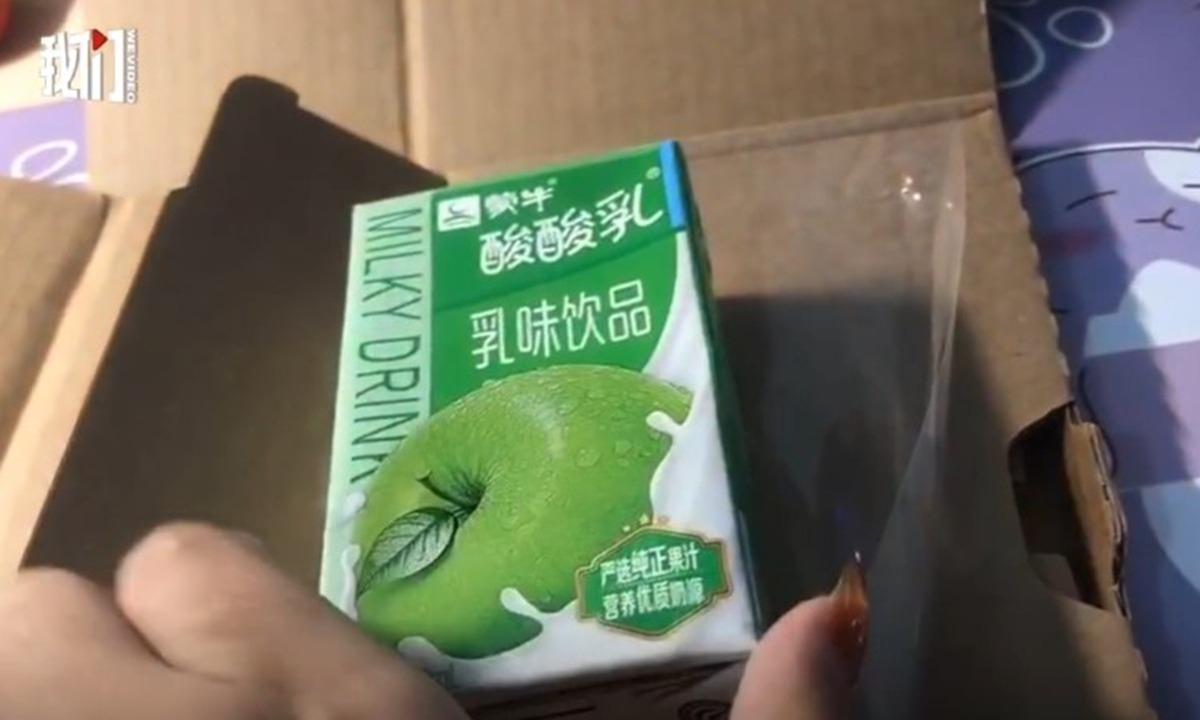 Mở hộp bưu kiện ra, bên trong là một hộp sữa chua thay vì iPhone 12 Pro Max.