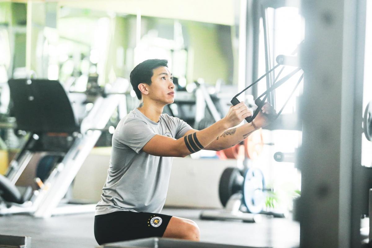 Trong quá trình chuẩn bị cho mùa giải 2021 cùng Hà Nội FC,Đoàn Văn Hậu dính chấn thương sụn chêm và cần phải nghỉ thi đấu vài tháng.