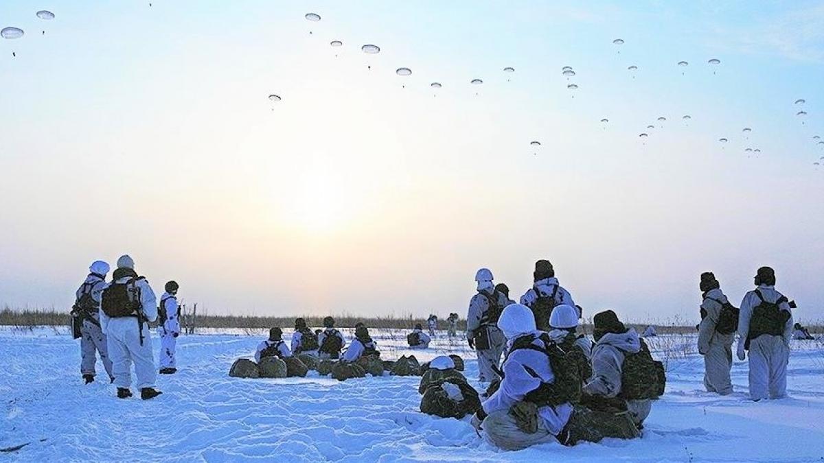 Nga đang xúc tiến thành lập các đơn vị không vận bằng trực thăng thuộc lực lượng dù thiện chiến của nước này; Nguồn: iz.ru.