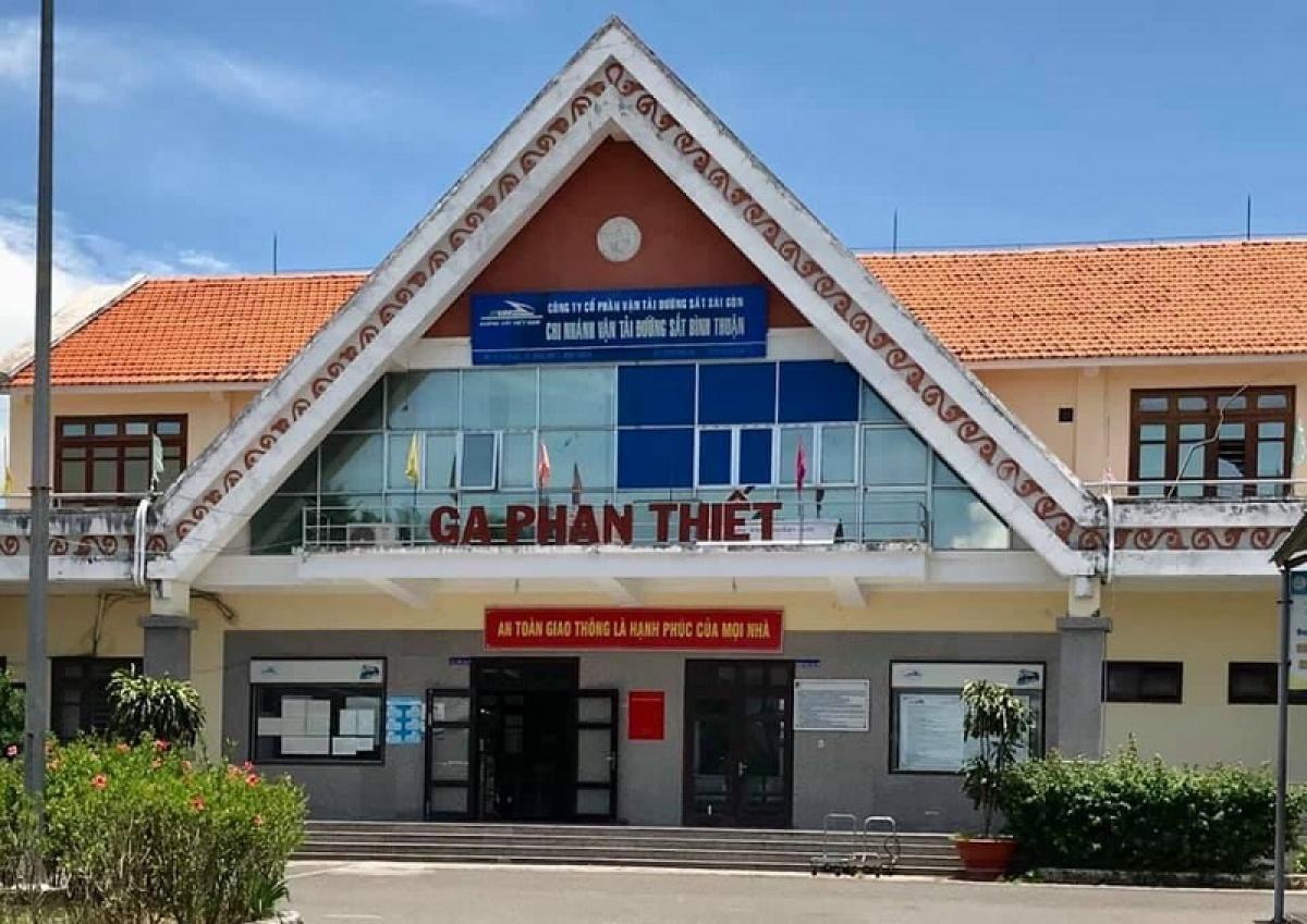 Tất cả khách về ga Phan Thiết được kiểm tra y tế.