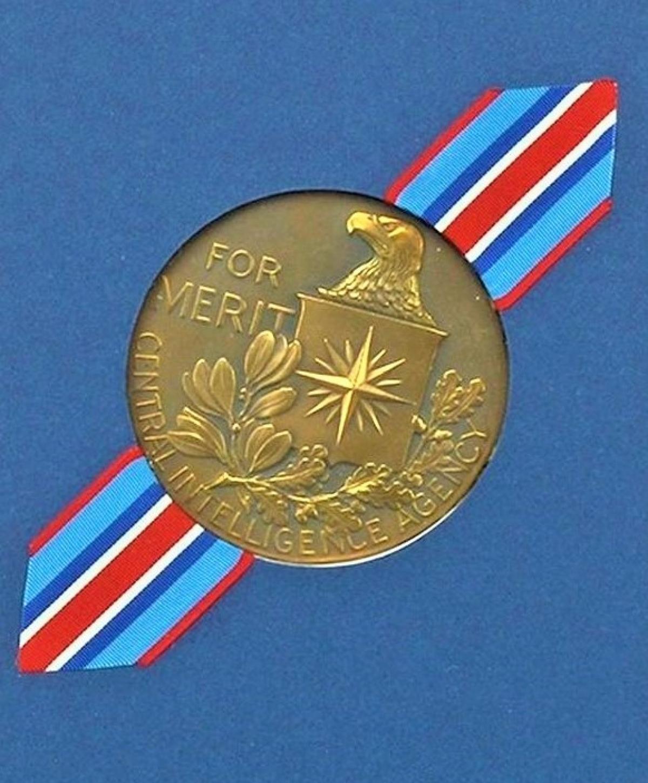 Huy chương CIA tặng những điệp viên có thành tích xuất sắc. Nguồn: newslocker.com