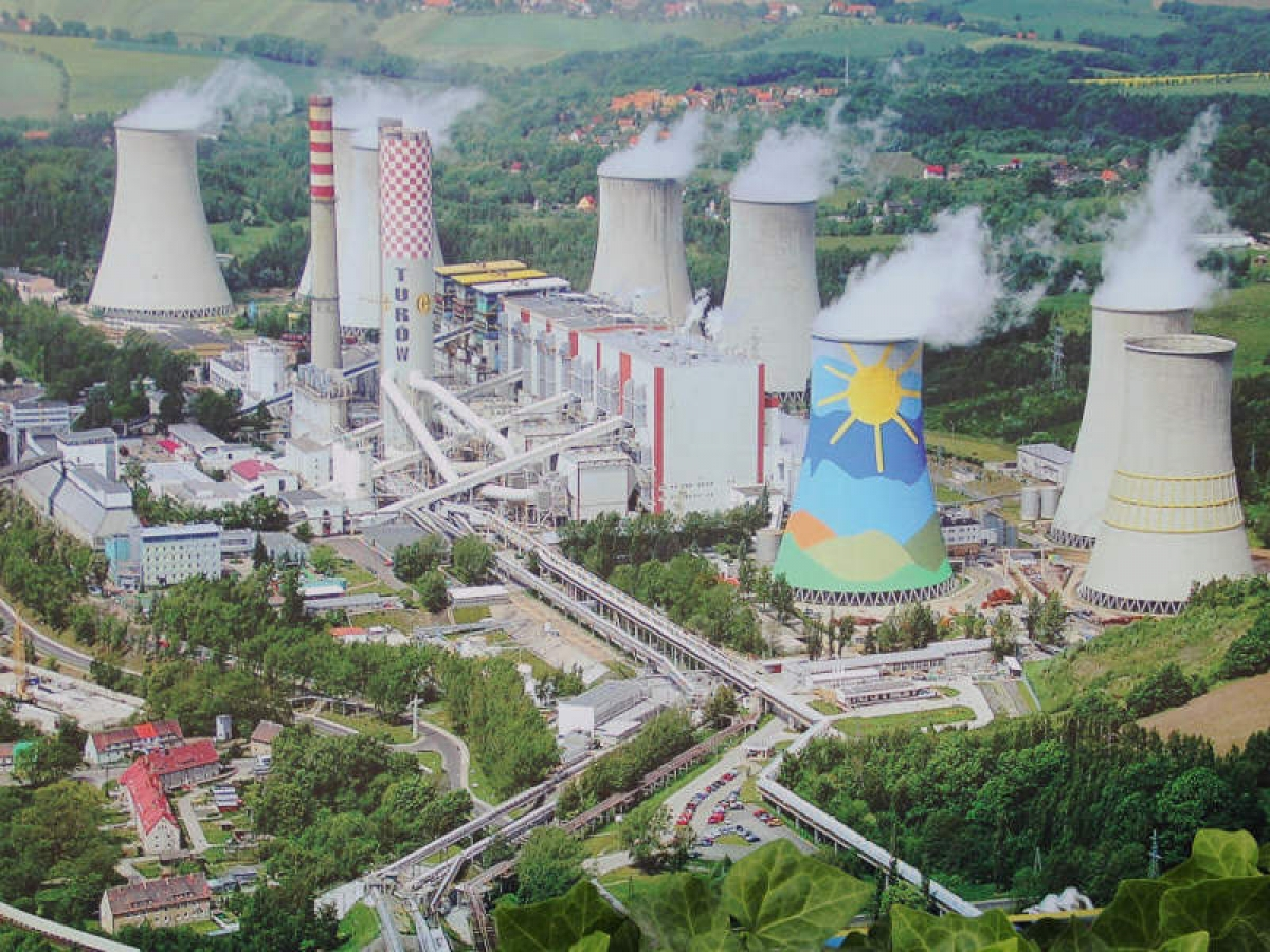 Một tổ hợp nhà máy nhiệt điện sử dụng dụng than từ mỏ Turow của Ba Lan