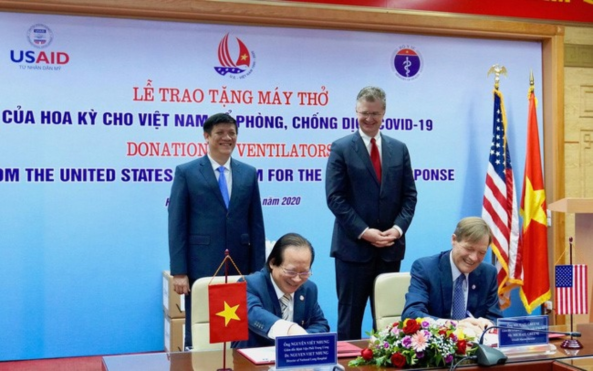 Mỹ hỗ trợ Việt Nam hơn 13 triệu USD Mỹ và 100 máy thở trong cuộc chiến chống lại Covid-19. Ảnh: FB Đại sứ quán Mỹ