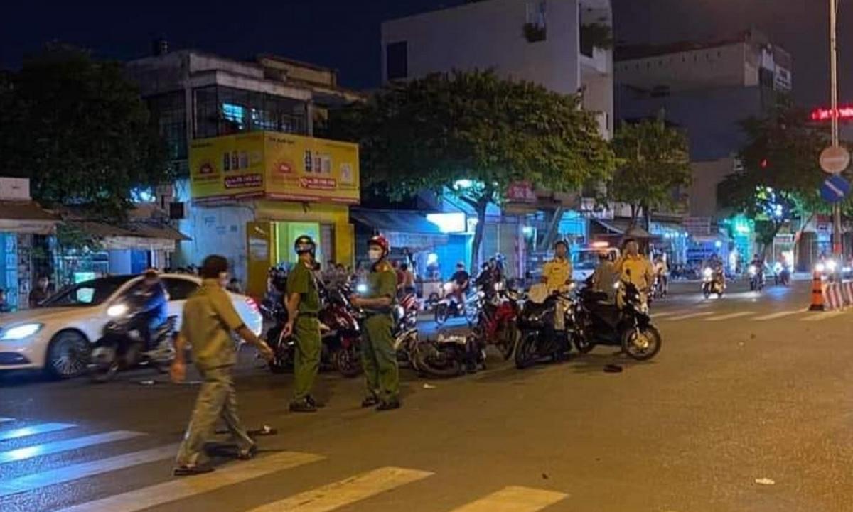 Hiện trường vụ tai nạn giao thông do 2 kẻ cướp gây ra khi đang tháo chạy.