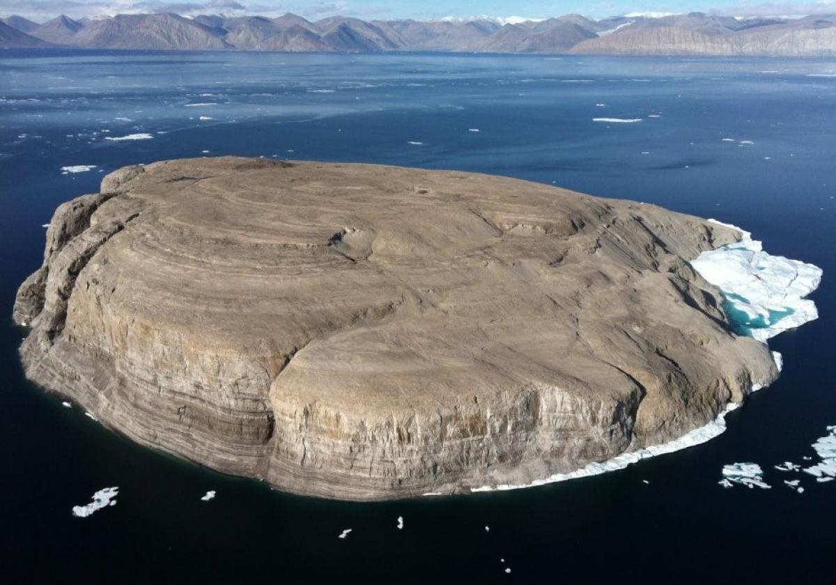 Đảo Hans đang bị tranh chấp bởi Canada và Đan Mạch; Nguồn: wikipedia.org