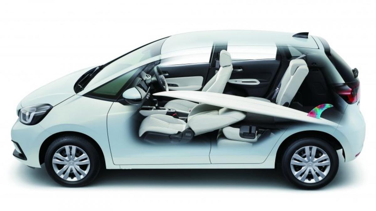 Trên phiên bản Base và Home, chiếc Jazz được trang bị động cơ DOHC i-VTEC 4 xi lanh 1.5 L như mẫu City được bán tại thị trường này, sản sinh công suất 118 mã lực tại vòng quay 6.600 vòng/phút và mô men xoắn 145 Nm tại vòng quay 4.300 vòng/phút. Động cơ được kết hợp với hộp số CVT Earth Dreams và đạt mức tiêu thụ nhiên liệu 5,7 L/100 km.