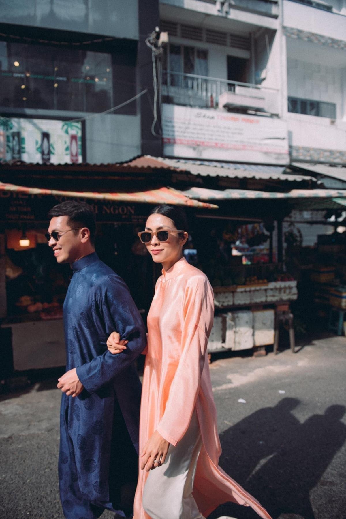 Quang Tuyến và Tăng Thanh Hà chơi thân với nhau đã gần 15 năm, coi nhau như anh em. Chính sự thân thiết này khiến Tăng Thanh Hà thoải mái khoác tay tạo dáng.