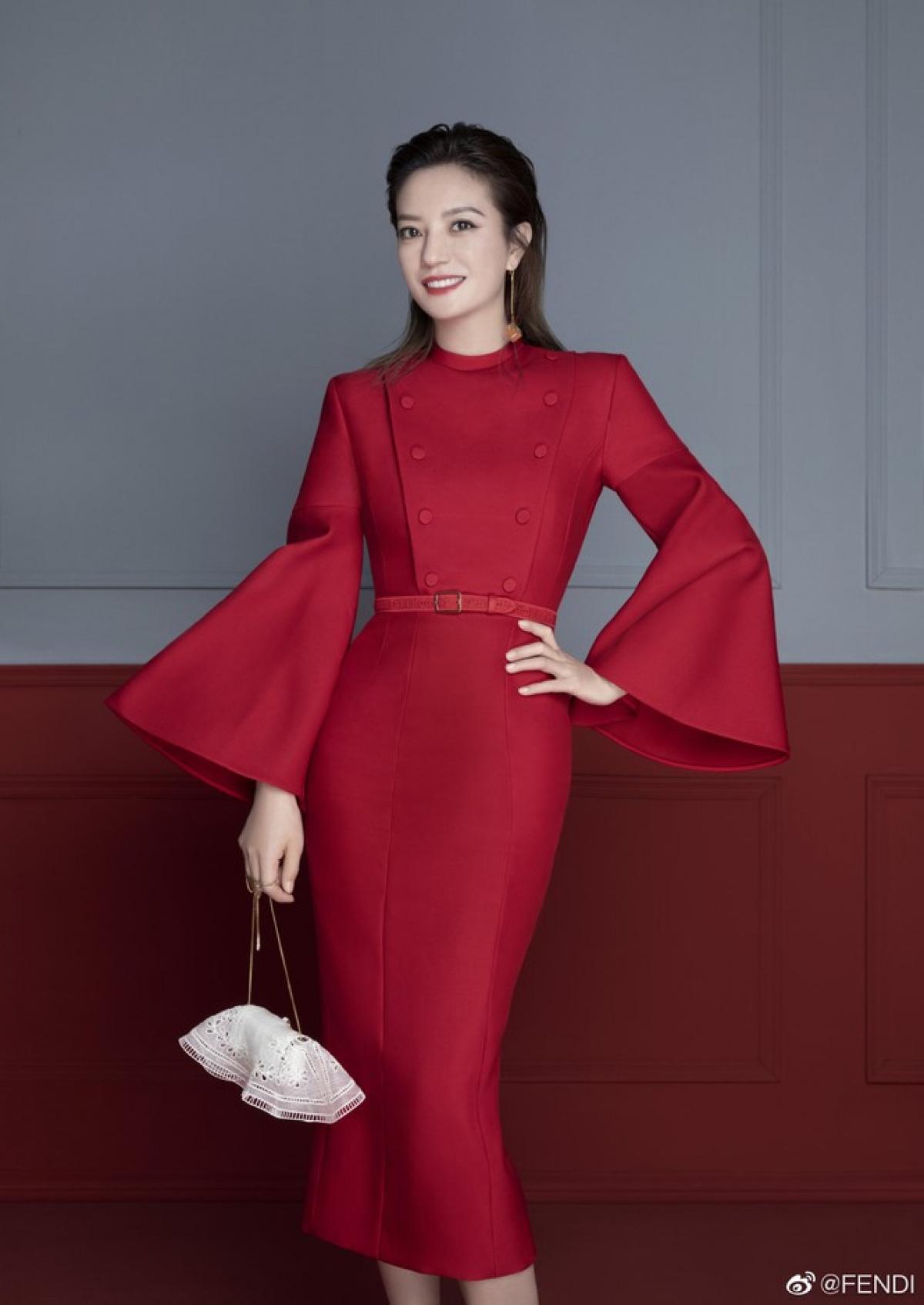 Hình ảnh thanh tao, dịu dàng nhưng vẫn đầy khí chất của nữ diễn viên Hoa ngữ nhận được nhiều lời tán dương của người hâm mộ.