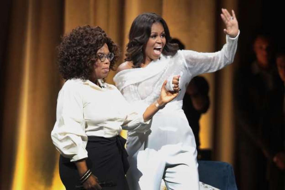 """Không mở cửa sổ trong Nhà Trắng: Trong một cuộc trả lời phỏng vấn với người dẫn chương trình Oprah Winfrey, Đệ nhất phu nhân Michelle Obama đã tiết lộ rằng: """"Ở Nhà Trắng, bạn không được mở cửa sổ. Sasha (con gái Đệ nhất phu nhân Michelle và Tổng thống Obama - ND) từng mở cửa sổ 1 lần và có một vài cuộc gọi đến yêu cầu đóng cửa sổ ngay lập tức""""."""