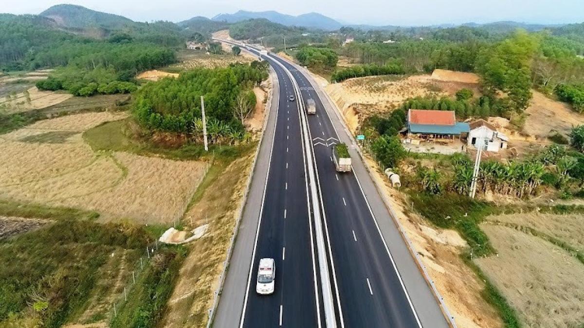 Chủ đầu tư BOT cao tốc Bắc Giang - Lạng Sơn cho biết, đến thời điểm tháng 4/2020, doanh nghiệp dự án đã chuyển đầy đủ kinh phí theo các quyết định phê duyệt phương án bồi thường, GPMB của UBND huyện Hữu Lũng (trên 500 tỷ đồng) và còn dư 3,3 tỷ đồng.