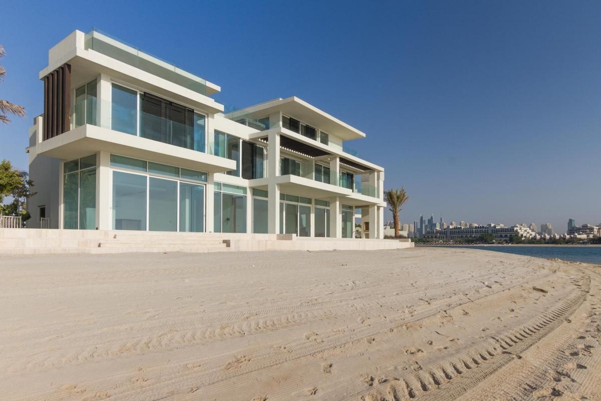 Villa này tọa lạc tại khu đất vàng ở Dubai với view biển cực đẹp.