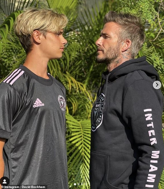David Beckham vừa có buổi chụp hình giới thiệu các sản phẩm thời trang thể thao cùng con trai Romeo, 18 tuổi.