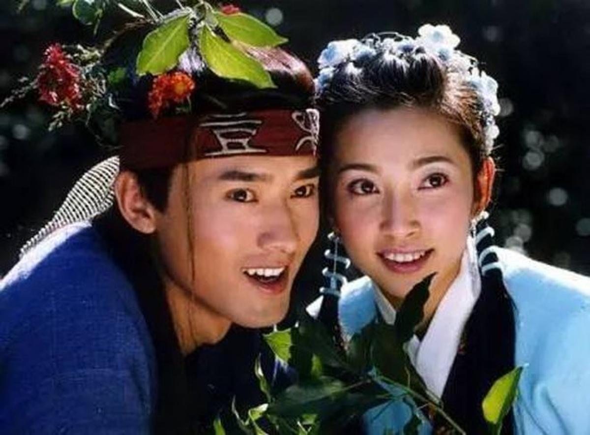 Lý Băng Băng - Nhậm Tuyền là một trong những cặp bạn thân nổi tiếng trong showbiz Hoa ngữ. Hai ngôi sao hàng đầu giới giải trí gặp gỡ và trở thành bạn thân khi còn theo học Học viện Hý kịch Thượng Hải từ năm 1993./.