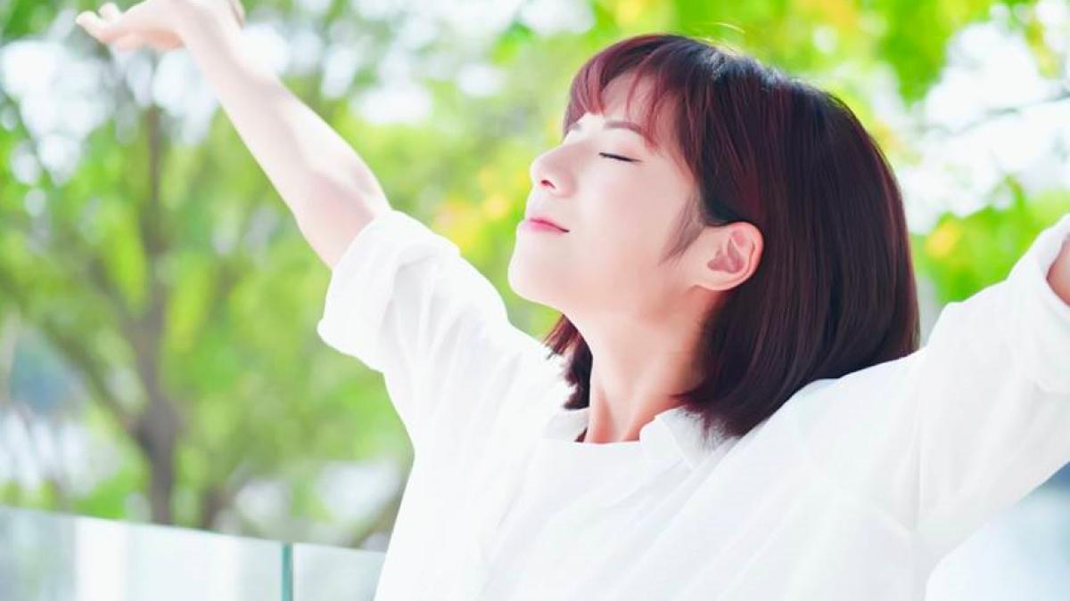 """Nên tranh thủ không khí trong lành buổi sáng, khi tập thể dục thì thực hiện động tác """"thở mạnh hít sâu""""."""
