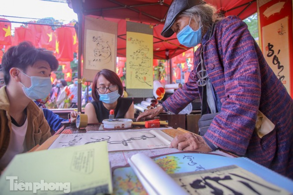 Calligraphers and local residents are required to don face masks whilst keeping a safe distance apart from others