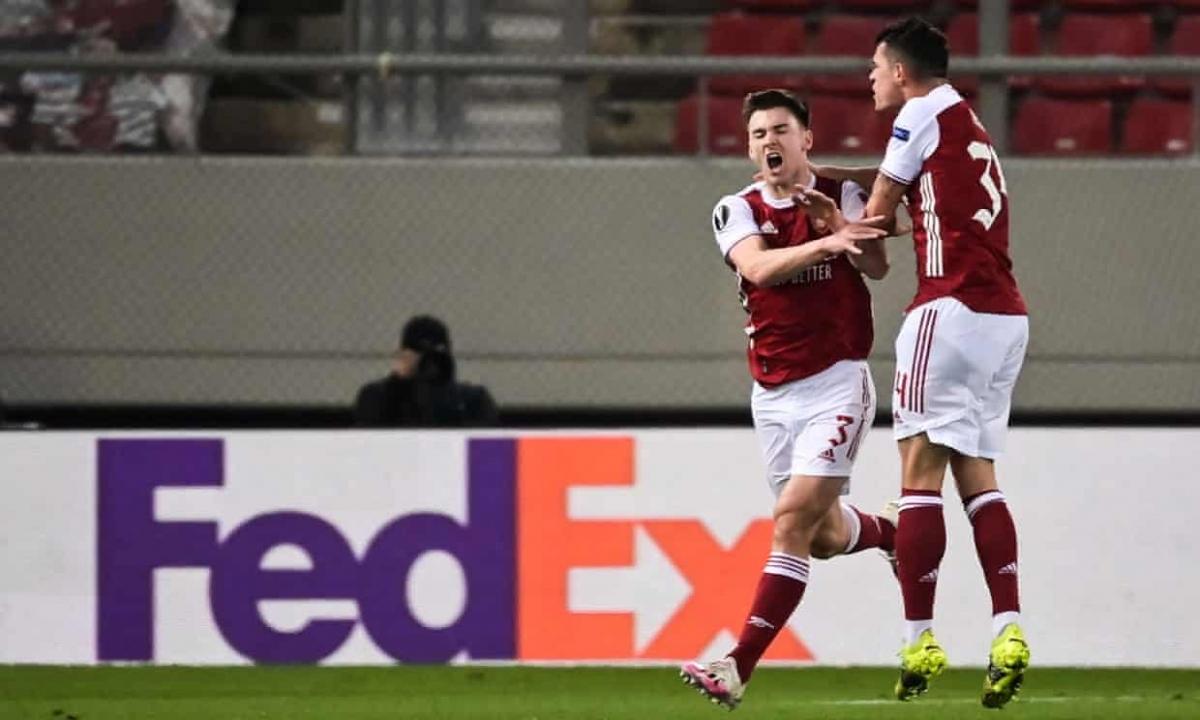 Phút 67, Kieran Tierney gỡ hòa 2-2 với cú sút chéo góc quyết đoán và thổi bùng sức chiến đấu của Arsenal.