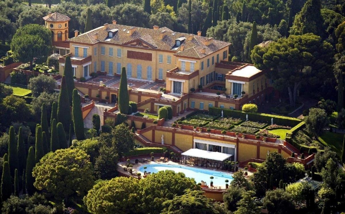Villa cổ kính ở Pháp trị giá 500 triệu euro.