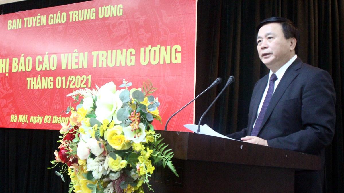 Ông Nguyễn Xuân Thắngbáo cáo nhanh về kết quả Đại hội đại biểu toàn quốc lần thứ XIII của Đảng.