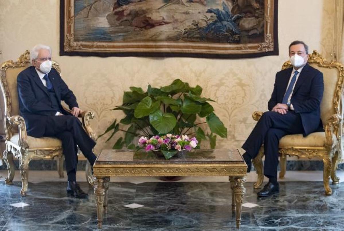 Ông Mario Draghi (bên phải) gặp Tổng thống Italy, Sergio Mattarella. Ảnh: Reppublica