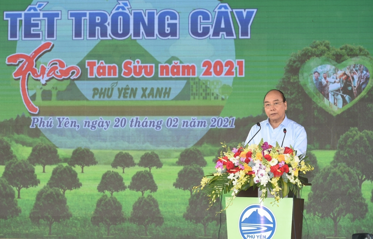 Prime Minister Nguyen Xuan Phuc speaks at the launch of a tree-planting festival in thesouth-central province of Phu Yen