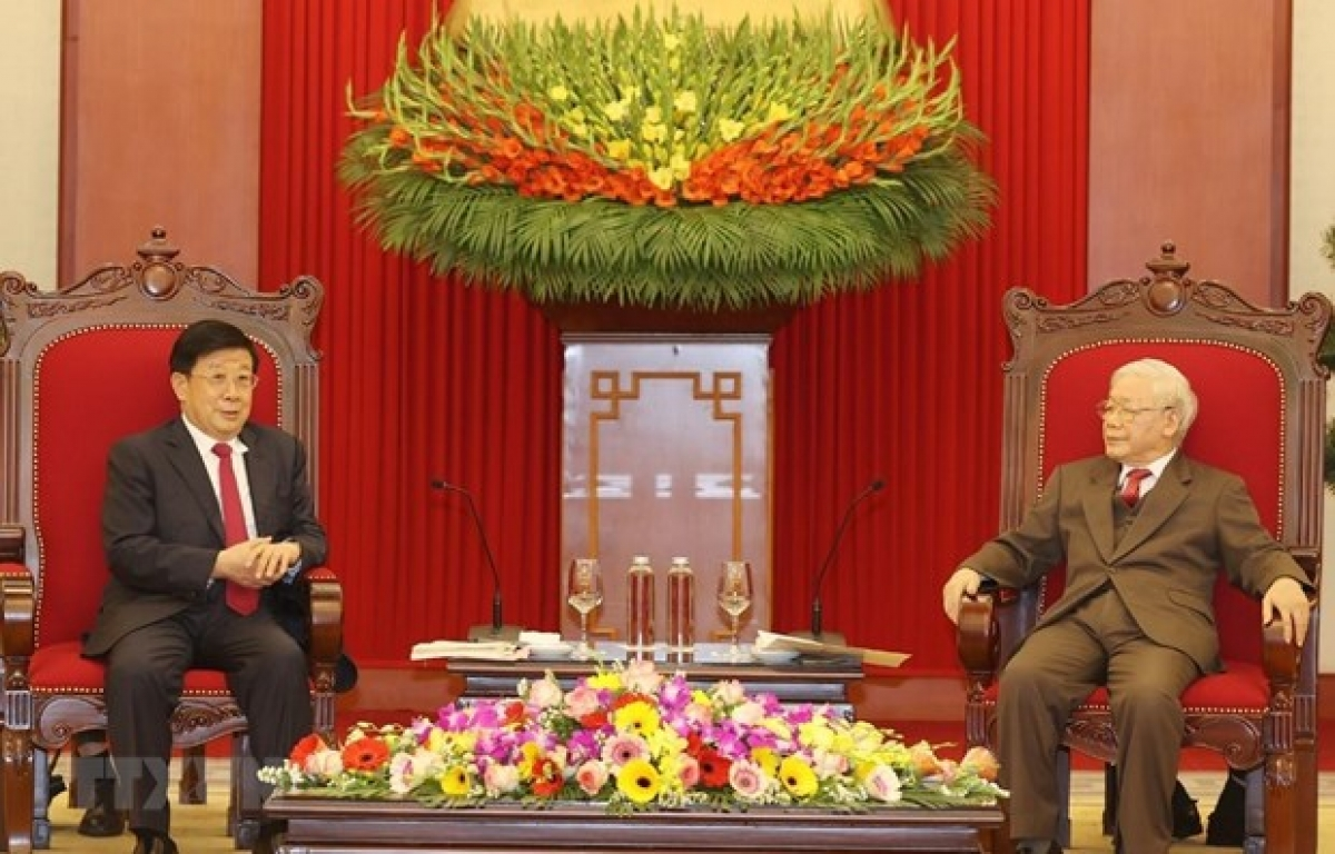 Party General Secretary and State President Nguyen Phu Trong (R) receives Chinese State Councillor and Minister of Public Security Zhao Kezhi (Photo: VNA)