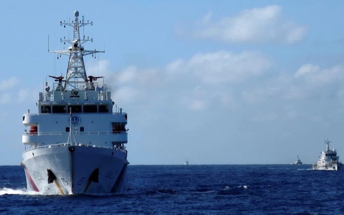 Tàu hải cảnh Trung Quốc trên Biển Đông. Ảnh: Reuters.